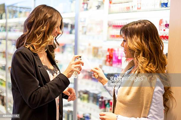 Amigos elegir perfume