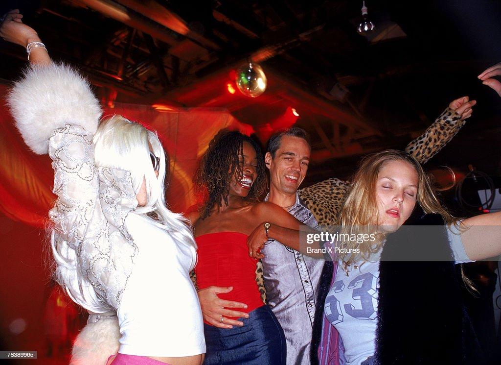 Friends dancing : Bildbanksbilder