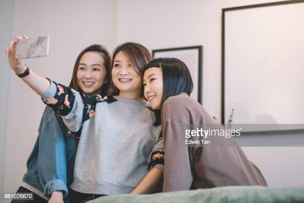 3 friends doing selfie in living room