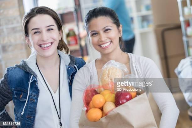 Amigos donan artículos a caridad