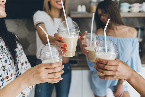 Friends drinking iced coffee at home - gettyimageskorea