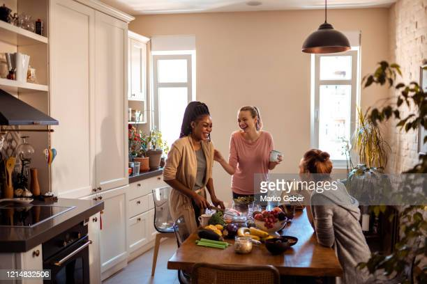 friends eating healthy at home - female friendship stock pictures, royalty-free photos & images