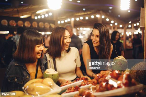 friends enjoying night time food markets in bangkok - street food stock pictures, royalty-free photos & images