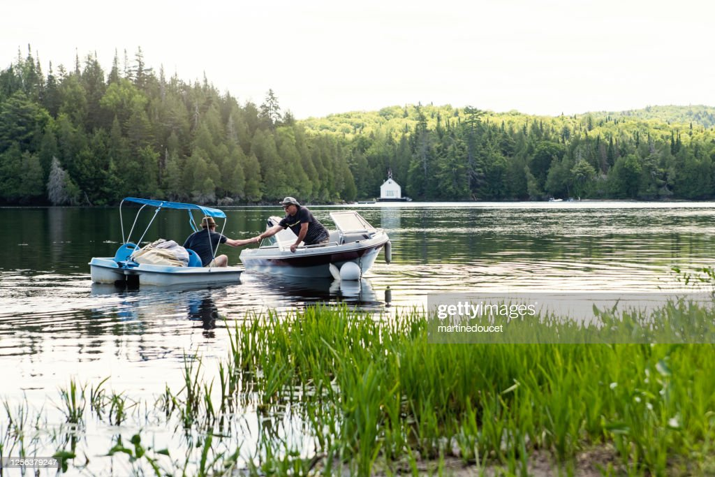 50+ friends enjoying vacations on a lake. : Stock Photo