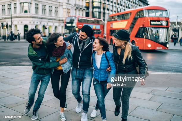 friends hanging out in uk - group of people stock pictures, royalty-free photos & images