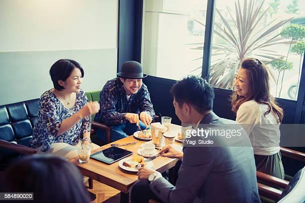 ご友人との楽しい時間にあるカフェ