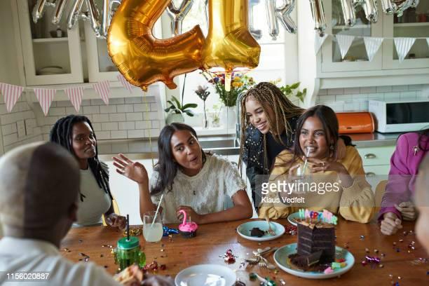 friends having birthday cake at table - balão decoração - fotografias e filmes do acervo