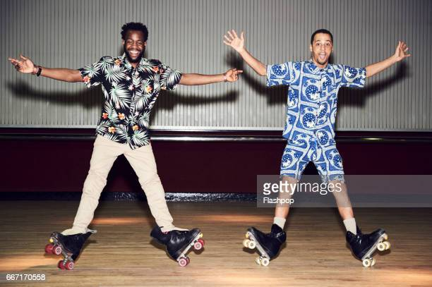friends having fun at roller disco - insouciance photos et images de collection