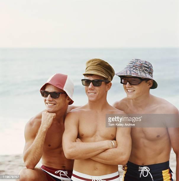 ご友人とご一緒にお楽しみください。ビーチ、笑顔 - 1995年 ストックフォトと画像