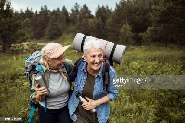 friends hiking - recreational pursuit stock pictures, royalty-free photos & images
