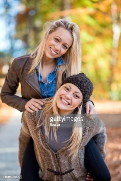 friends in autumn outdoor park - ilbusca foto e immagini stock