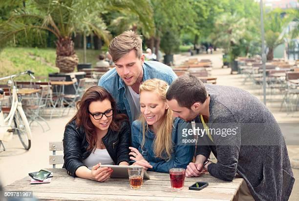Amici in caffè