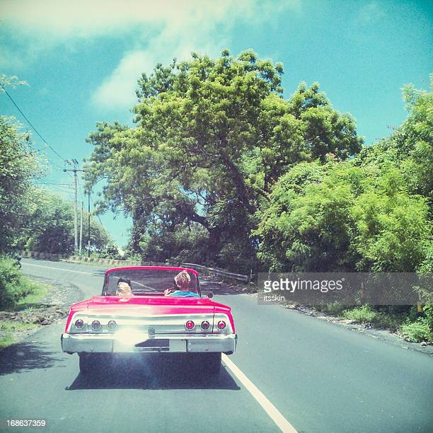 友人たちに車の携帯撮影写真 - vintage stock ストックフォトと画像