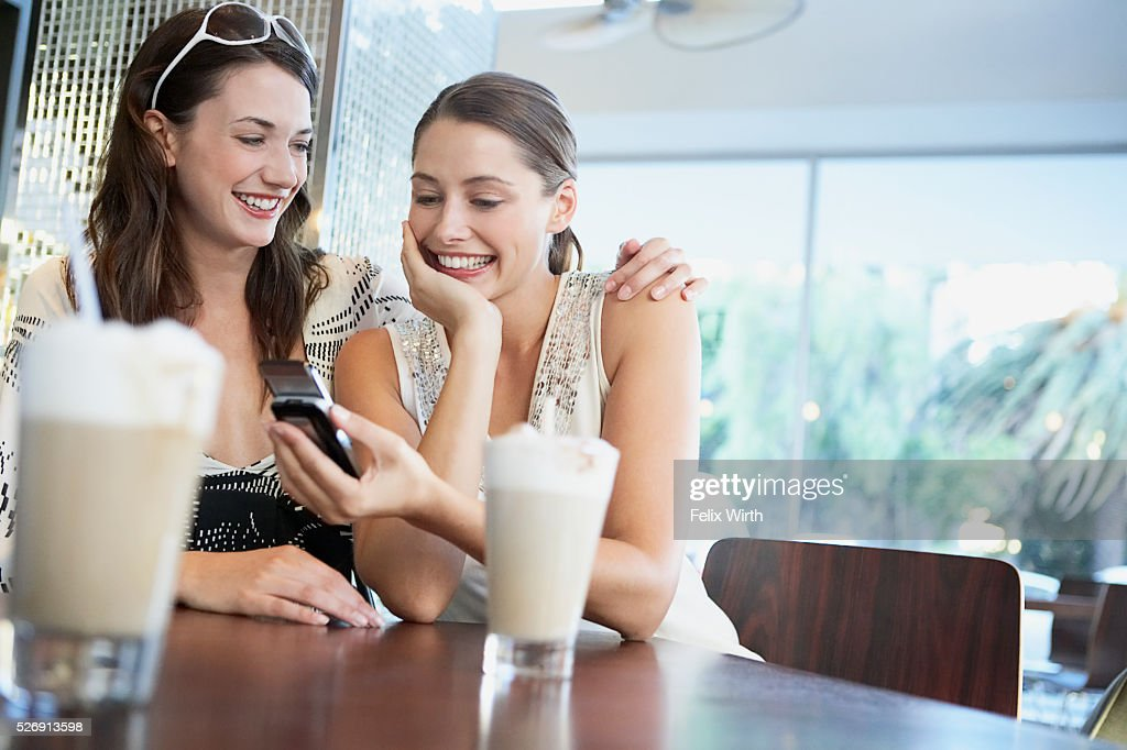 Friends in coffee shop : Stockfoto