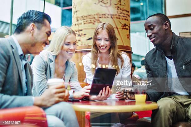 ご友人とご一緒に、香港のカフェ