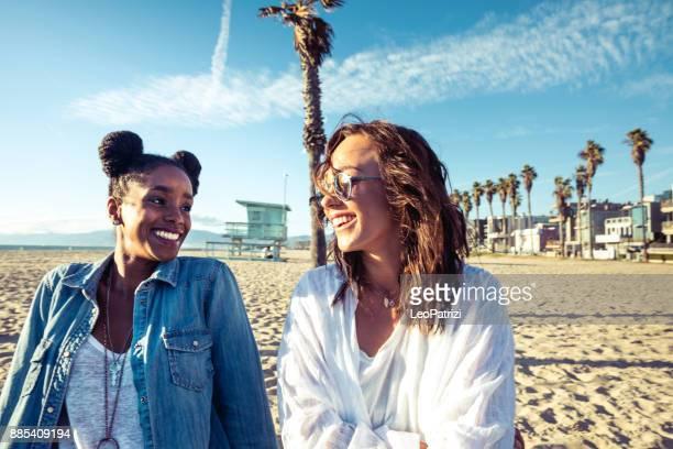 サンタモニカー - 遊歩道上で楽しんでロサンゼルスの友人