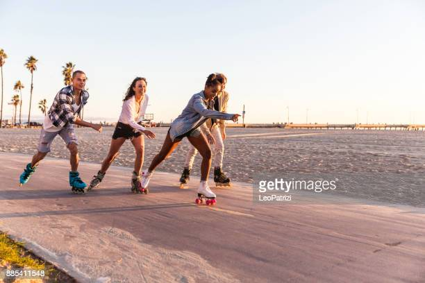 friends in santa monica - los angeles having fun on the promenade - santa monica los angeles foto e immagini stock