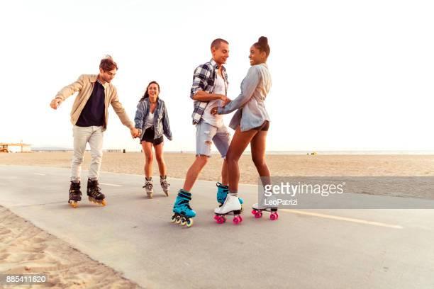 Freunde in Santa Monica - Los Angeles, die Spaß an der promenade