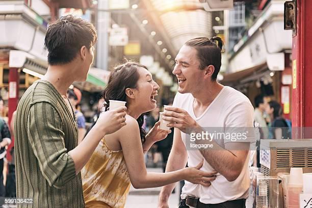 東京の友人たちに - 観光客 ストックフォトと画像