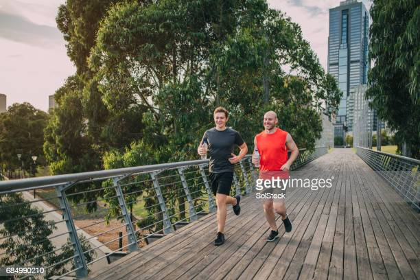friends jogging in the park - melbourne australia foto e immagini stock