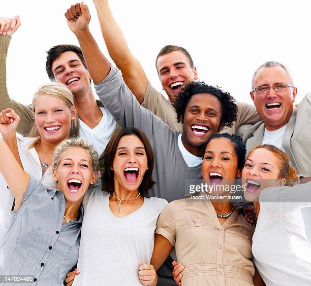Freunde lachen auf weißem Hintergrund