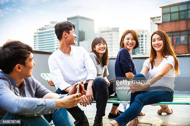 Amigos de fiesta y reuniones en Seúl el último piso, Corea del Sur