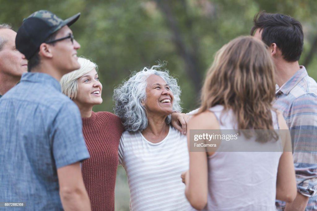 すべての年齢の友人 : ストックフォト