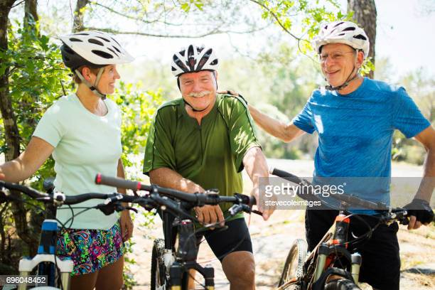 Freunde auf dem Fahrrad