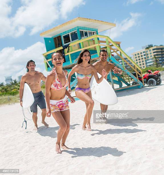 friends on summer holidays - miami beach stock pictures, royalty-free photos & images