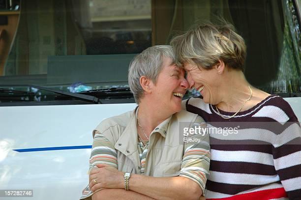 amigos. - lesbica fotografías e imágenes de stock