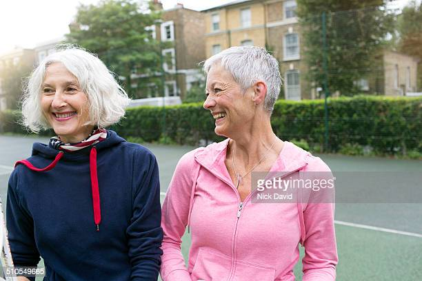 friends playing tennis - female friendship stock pictures, royalty-free photos & images