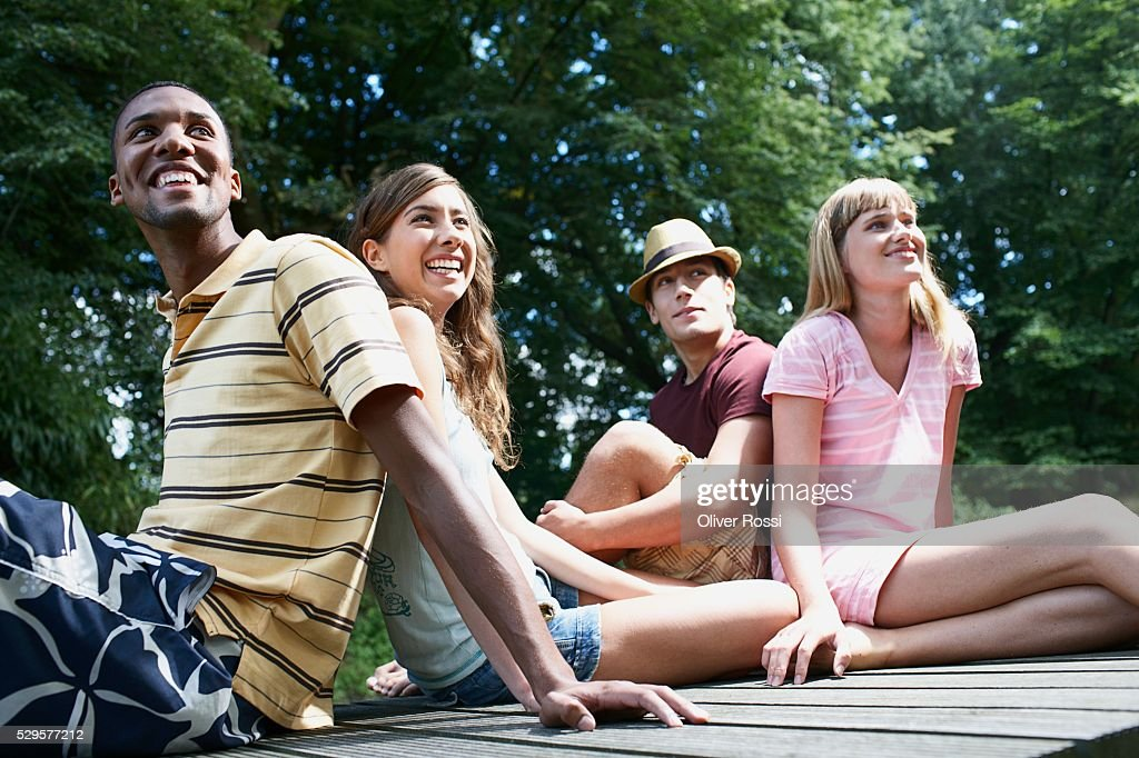 Friends Relaxing Outside : Stockfoto