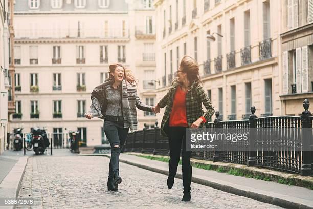 Friends running in Paris