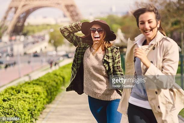 Freunde Laufen in Paris