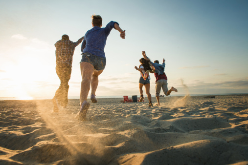 Friends running on Mission Beach, San Diego, California, USA - gettyimageskorea