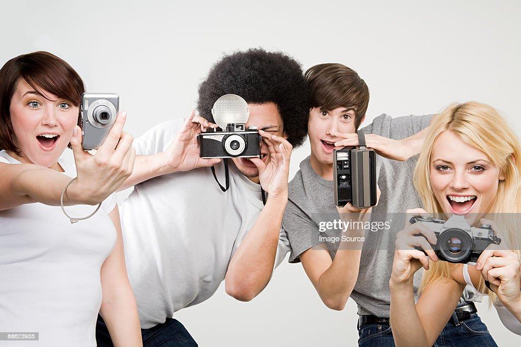 Friends taking pictures : Bildbanksbilder