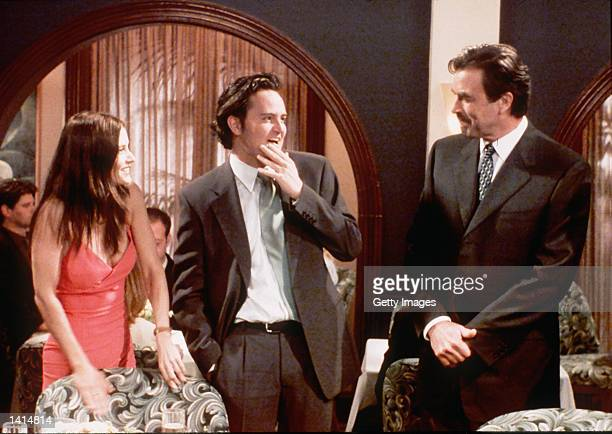 """Friends """"The one with the proposel""""1999-2000 Courteney Cox Arquette, Matthew Perry, Tom Selleck. Photo Credit: Paul Drinkwater NBC/Deliverd by Onile..."""