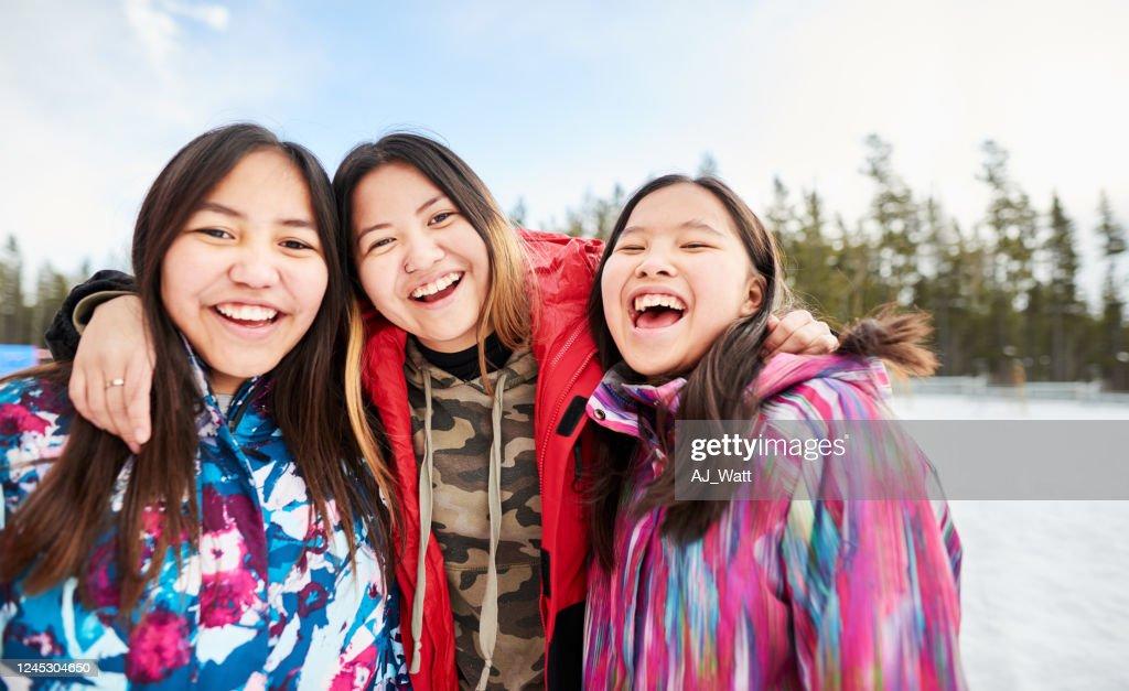 Freunde zusammen in der Pause : Stock-Foto