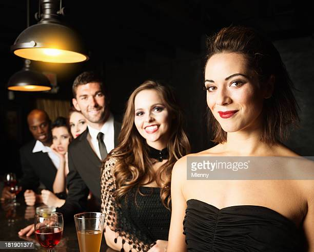 Freunde in der Cocktail-Bar, Nachtclub