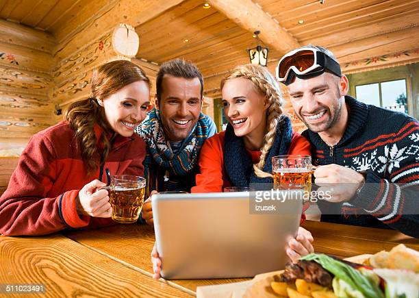 Freunde mit tablet PC