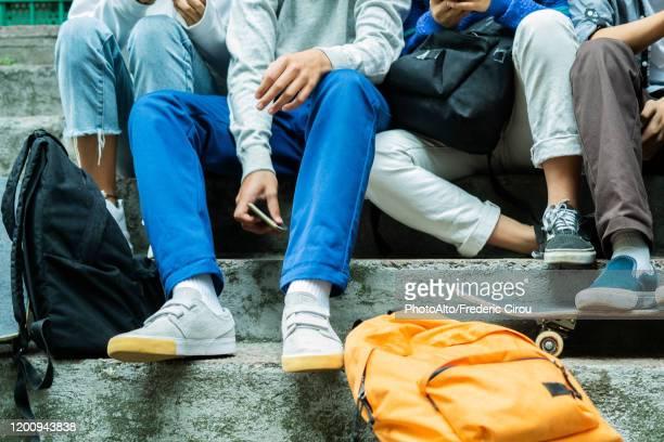 friends using smartphones - menschliche gliedmaßen stock-fotos und bilder