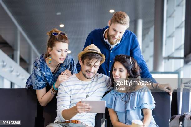 friends waiting for flight in airport lounge - izusek imagens e fotografias de stock