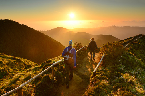 Friends walking at sunset at Sete Cidades lakes, Sao Miguel island, Azores, Atlantic ocean, Portugal - gettyimageskorea