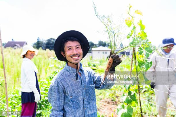 friends working on the farm in the community garden - シンプルな暮らし ストックフォトと画像