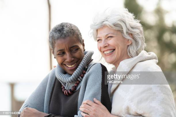 friendship for a lifetime - active seniors stock pictures, royalty-free photos & images