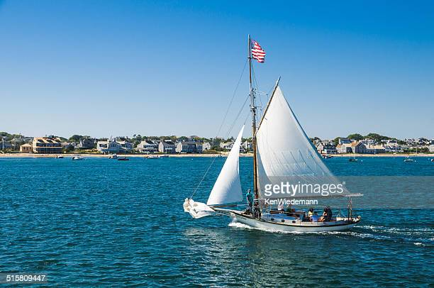 friendship sloop 'endeavor' - nantucket stock pictures, royalty-free photos & images