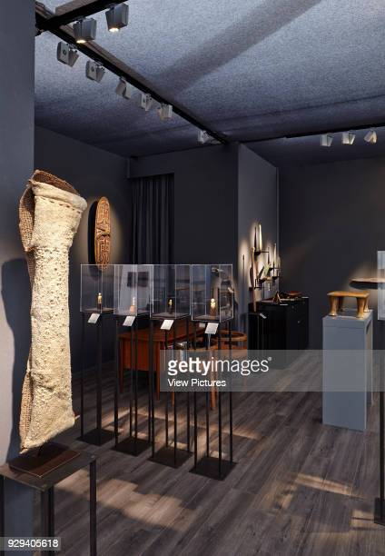 Frieze Masters 2014 London United Kingdom Architect Selldorf Architects 2014 Galerie Meyer Oceanic Art view looking into booth showing exhibit and...