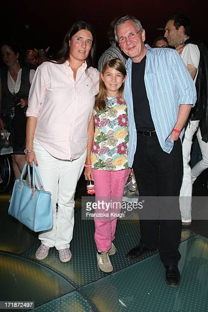 """Fritz Egner With Wife And Daughter Alana at the Premiere Of """"Vicky the Viking"""" In Mathäser cinema in Munich"""