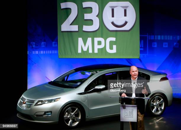 Fritz Henderson president and chief executive officer of General Motors Co announces the predicted mileage for the Chevrolet Volt electric car at the...