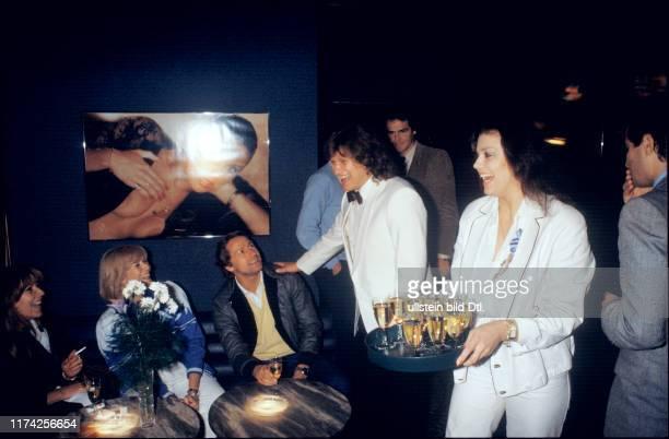 Fritz Künzli und Monika Kaelin eröffnen die OchsenBar 1981